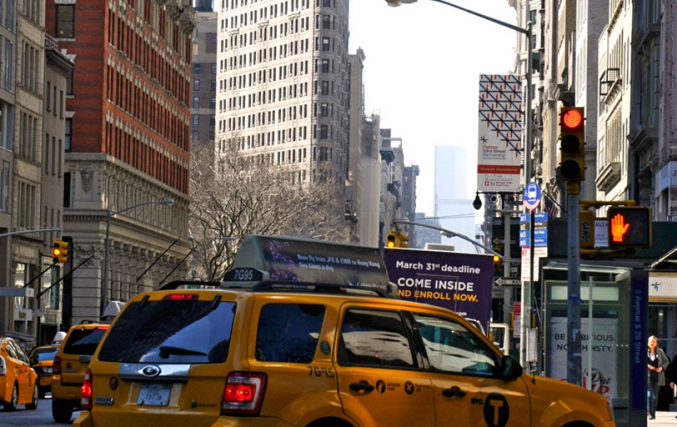 Flat-Iron-and-Taxi